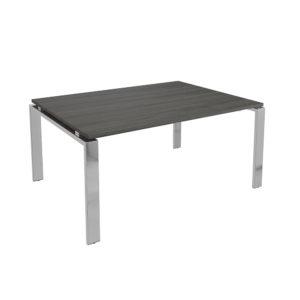 Mesa de juntas de 2450 mm, elaborada en tablero bilaminado de aglomerado y patas en metal cromado.