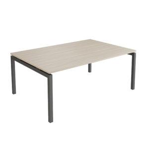 Mesa de reuniones de 2400 mm, elaborada en tablero bilaminado de aglomerado de 25 mm de espesor.