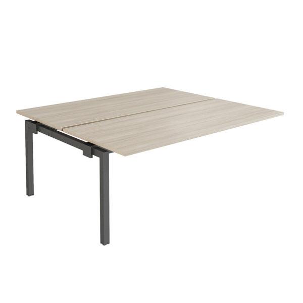 Extensión mesa tipo Bench 1600 x 1630 mm elaborada en tablero bilaminado de aglomerado de 25 mm de espesor, chapado con canto de PVC de 2 mm.